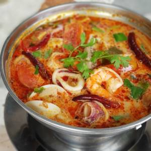 Tom yum with mixed seafood